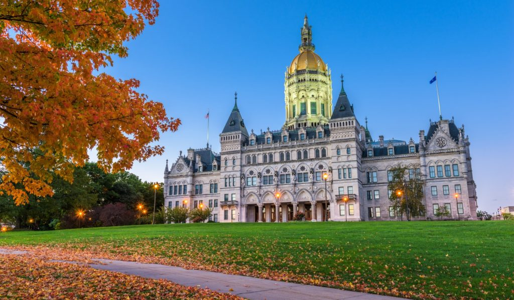 Connecticut Lawmakers Seek to Legalize Blockchain Smart Contracts